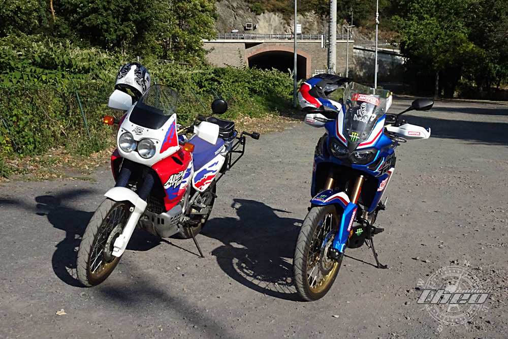 Africa Twin -XRV750 vs CRF1000L: Front