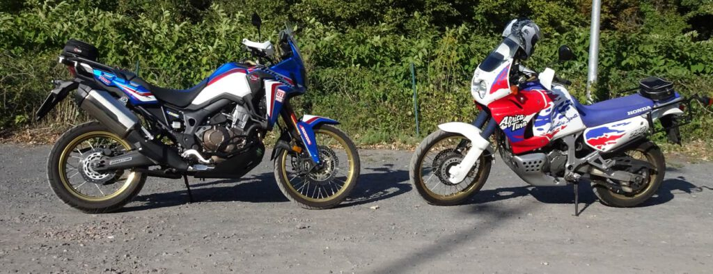 CRF1000L vs. XRV750 Bannerbild